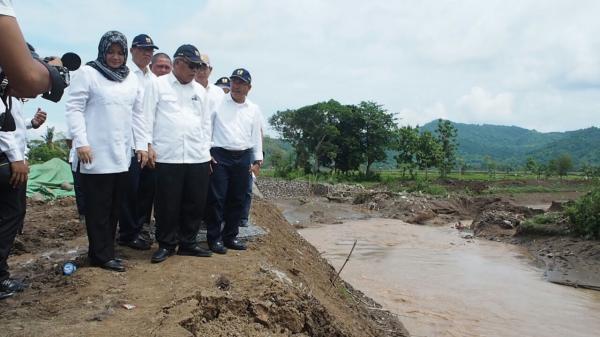Menteri Pekerjaan Umum Dan Perumahan Rakyat Meninjau Bencana Banjir Bima Nusa Tenggara Barat