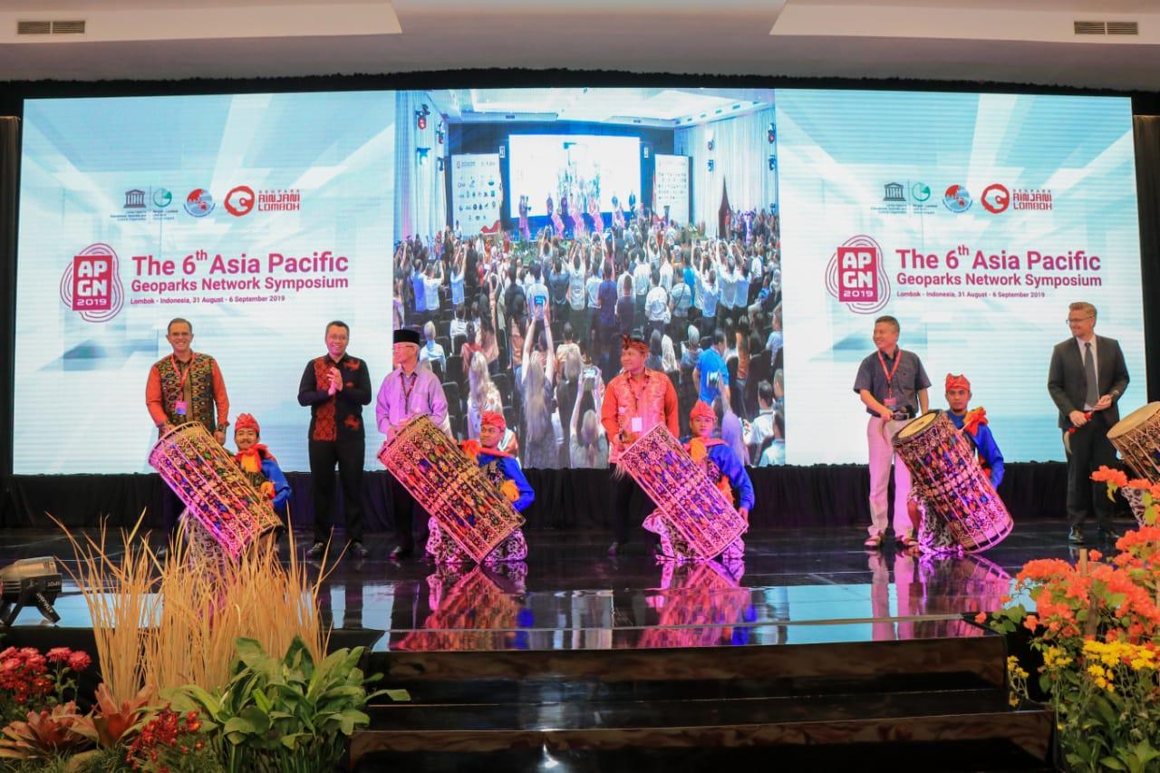Standing Applause Menggema di Pembukaan APGN 2019